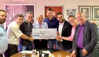 Andrey Azeredo e vereadores entregam R$ 13 milhões para a Prefeitura