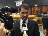 Andrey Azeredo fala à imprensa sobre assuntos em destaque na Câmara