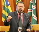 Elias Vaz quer cumprimento de decreto que susta contrato de iluminação