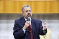 Elias Vaz questiona secretária Fátima Mrué sobre acumulo de cargos públicos