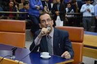 Jorge Kajuru solicita convocação de secretário de educação
