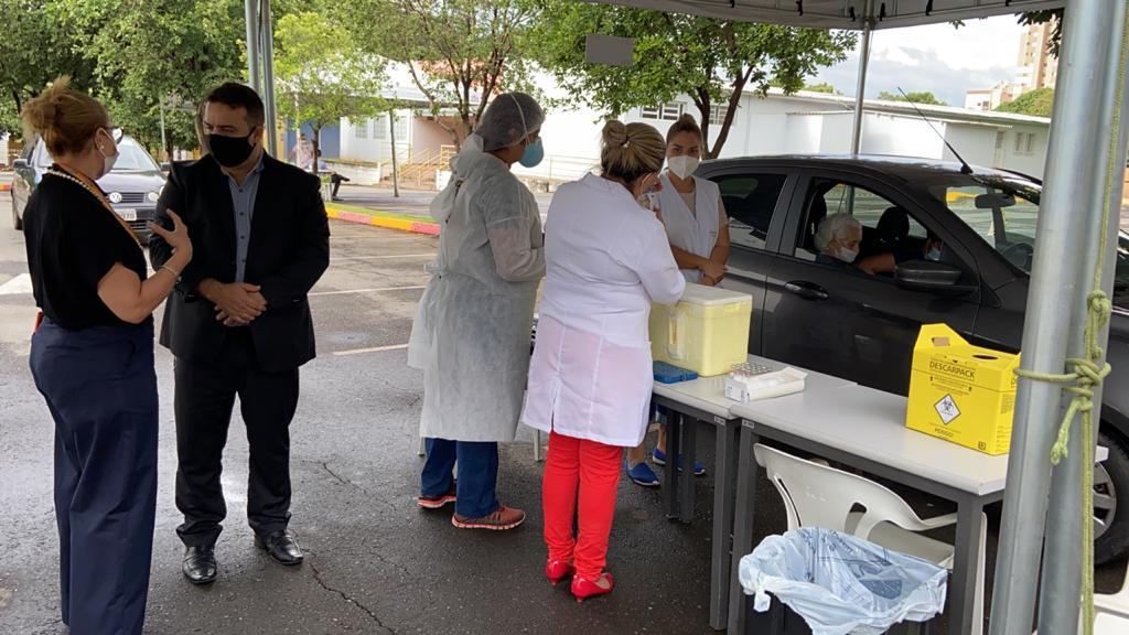Leandro Senaintensificafiscalização emlocais de vacinação