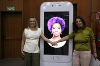 Moção de Aplauso é oferecida à pesquisadora responsável pela robô Glória