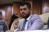 Plenário aprova projeto de Policarpo que proíbe lavagem de calçadas com água tratada