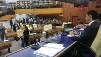 Projeto que proíbe fogos de artifício ruidosos é aprovado em segunda votação na Câmara