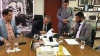 Romário Policarpo recebe de Iris proposta de data-base dos servidores do Executivo