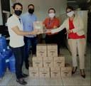 Servidores aprovados em concurso fazem doação de álcool gel
