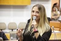 Tatiana Lemos quer que tênis faça parte do uniforme dado a estudantes de escolas municipais