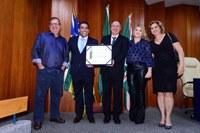 Vereador Anderson Sales entrega título de Cidadão Goianiense